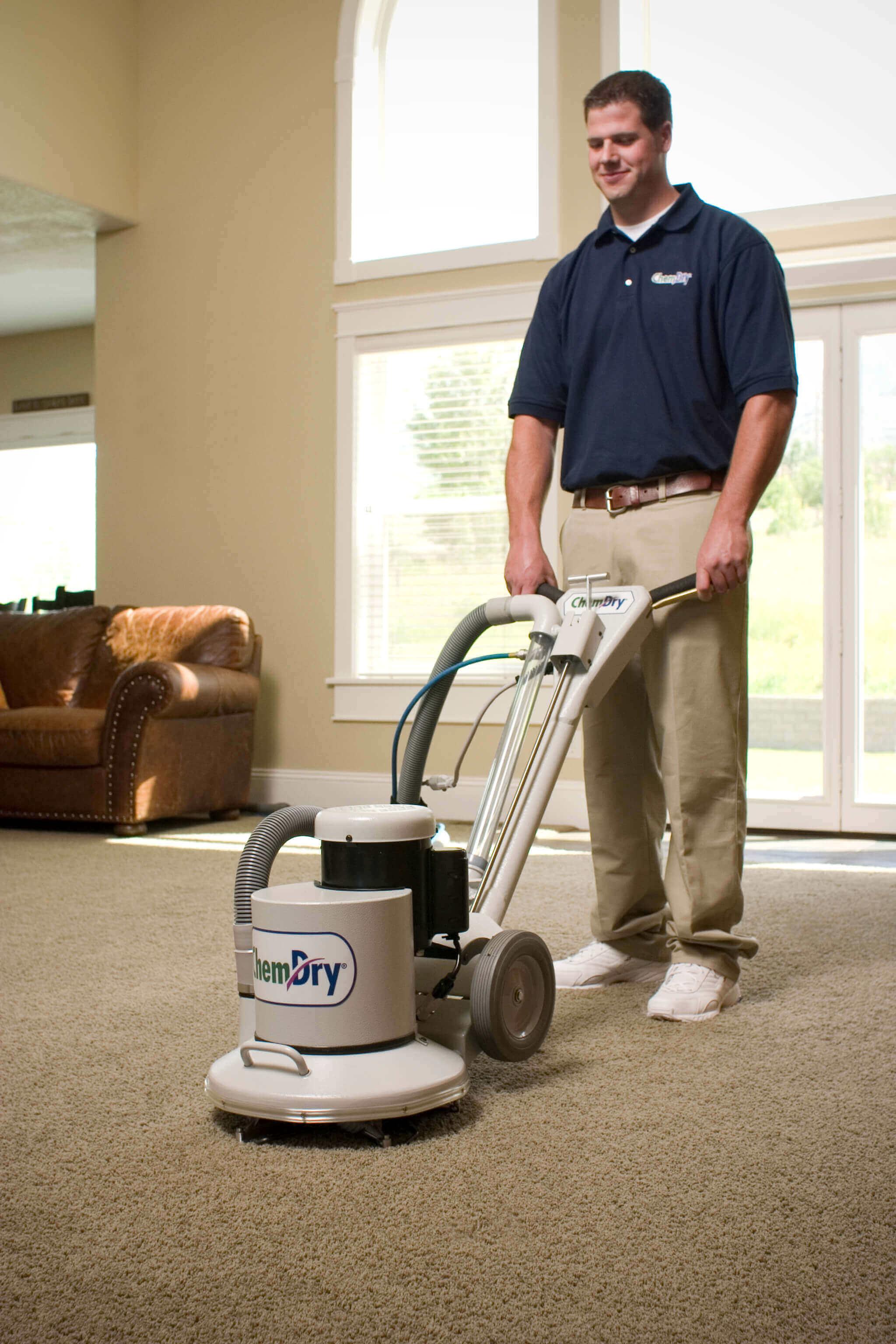 carpet cleaner cleaning a carpet in norfolk va